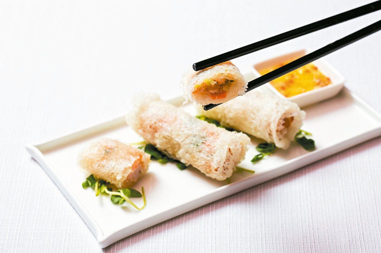 越南網絲春捲清淡內餡搭配檸檬酸爽醬汁。 圖/國賓飯店提供