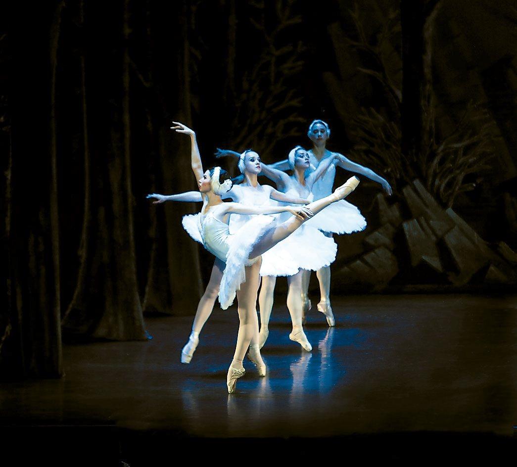 聖彼得堡芭蕾舞團《天鵝湖》劇照。 圖/聯合數位文創提供