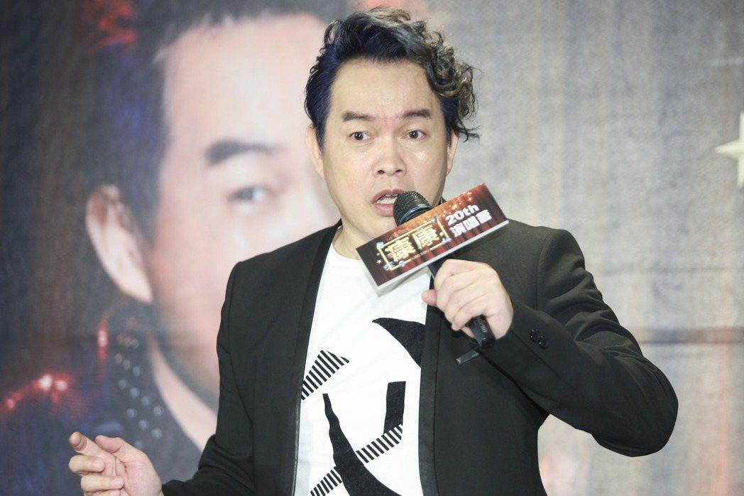 康康出道20年,26日宣布將舉辦售票演唱會,要將累積幾十年的PUB功力、綜藝創意