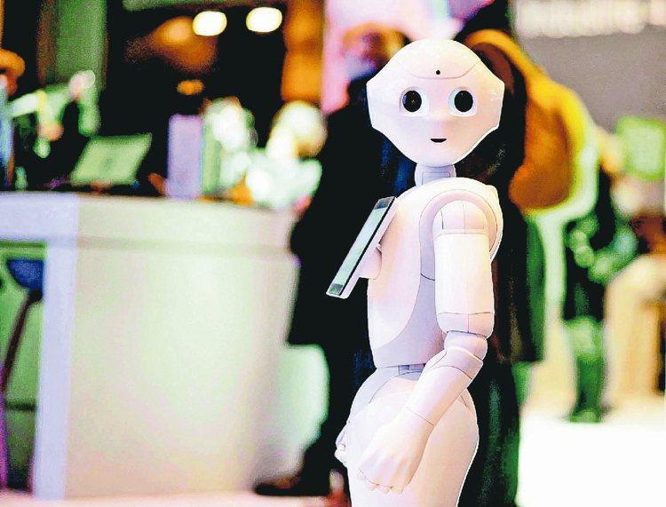 圖為鴻海機器人Pepper。 報系資料照