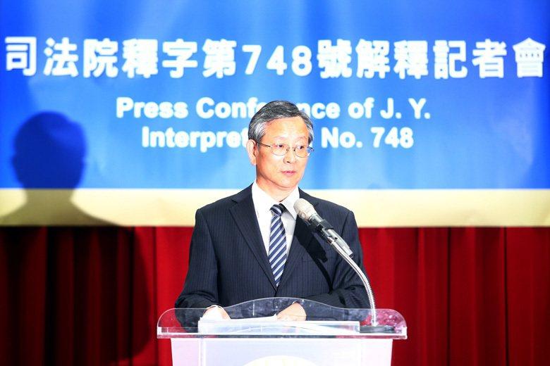 司法院秘書長呂太郎主持司法院大法官宣告同婚釋憲結果,解釋認定「同婚無效」的現行民...