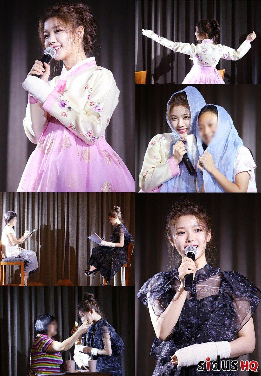 金裕貞出席新加坡粉絲見面會時,為粉絲獻上一段「雲畫的月光」中經典舞蹈畫面。 圖/...