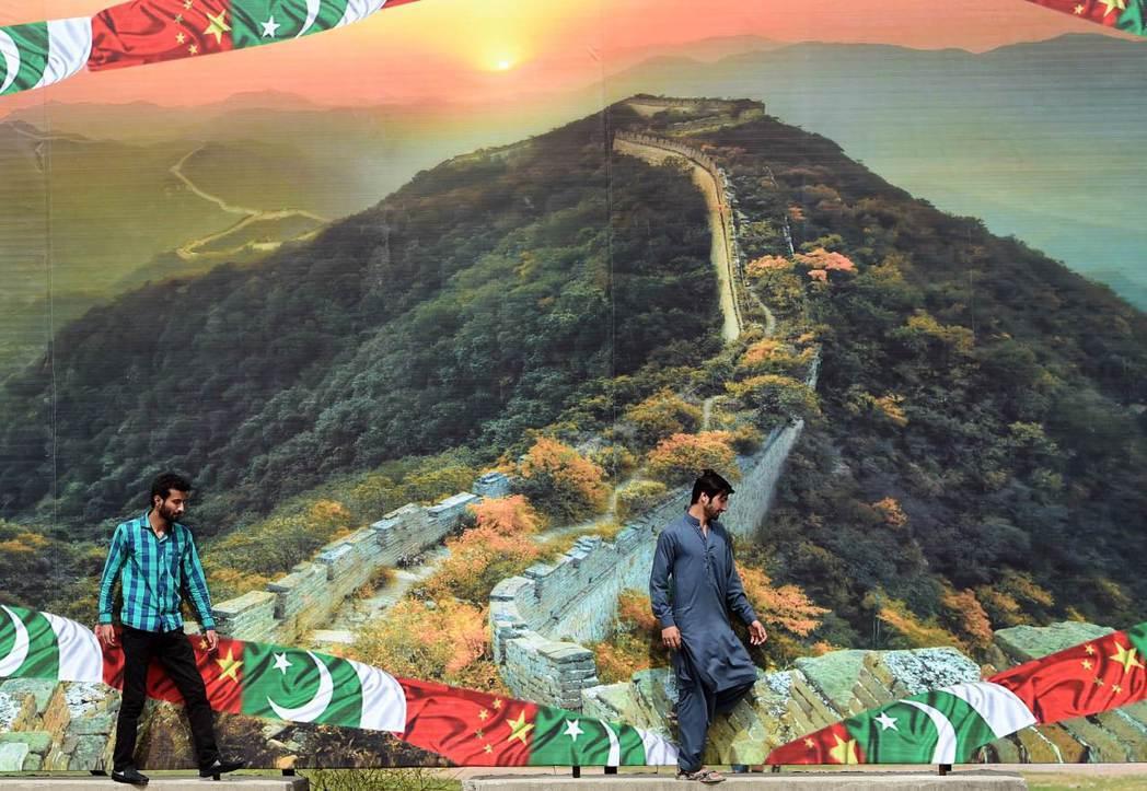 謝里夫把巴基斯坦的脆弱,巧妙地轉換為「脆弱性互賴」,與中國建立更緊密的關係,讓中...