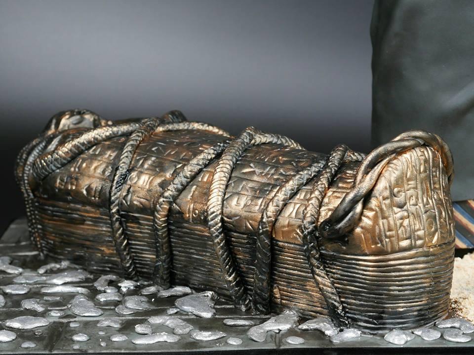 蔡依林做的古棺栩栩如生。圖/摘自臉書