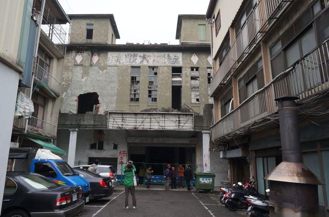 台中天外天劇場曾是台灣最豪華劇院,如今沒落破舊,面臨生存保衛戰。記者洪敬浤/攝影