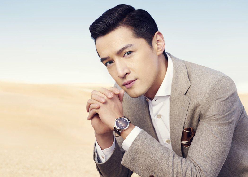 胡歌演繹伯爵最新形象廣告,配戴Piaget Altiplano 六十周年系列腕表...