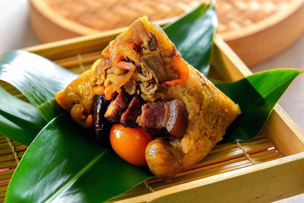 新北市樹林的「佳芬肉粽」客家高麗菜乾粽。 圖/業者提供