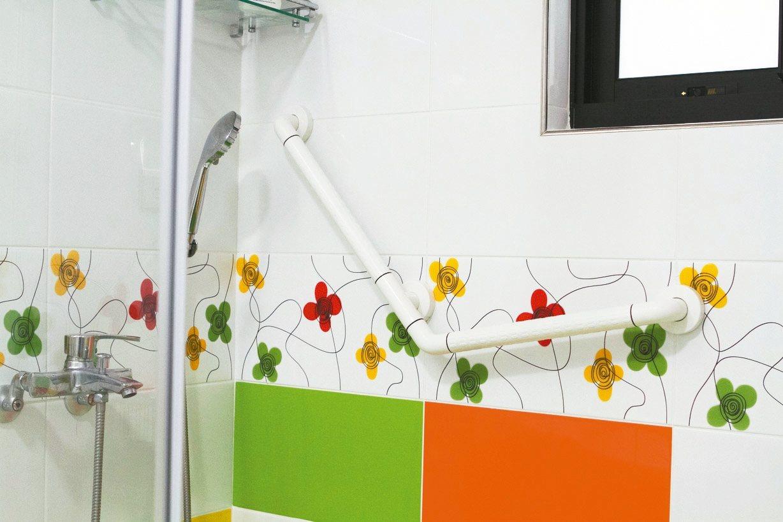 浴室加裝安全設備可防止跌倒。 永慶居家/提供