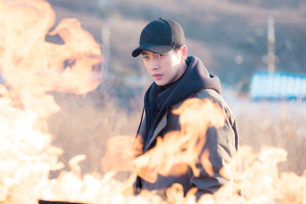 朴海鎮在韓劇「秘行要員」(Man X Man)中演出特務角色。Netflix提供