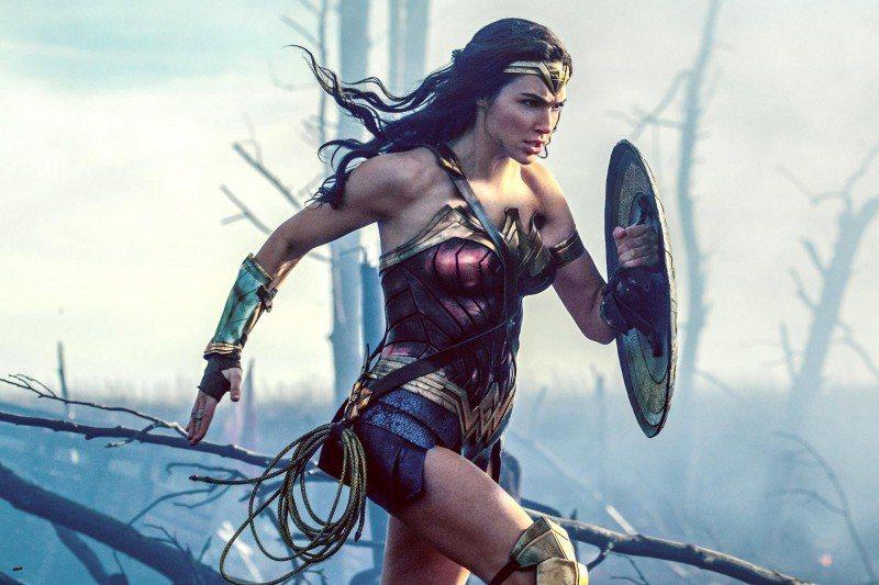 蓋兒加朵在「神力女超人」中有驚人表現。圖/華納兄弟提供