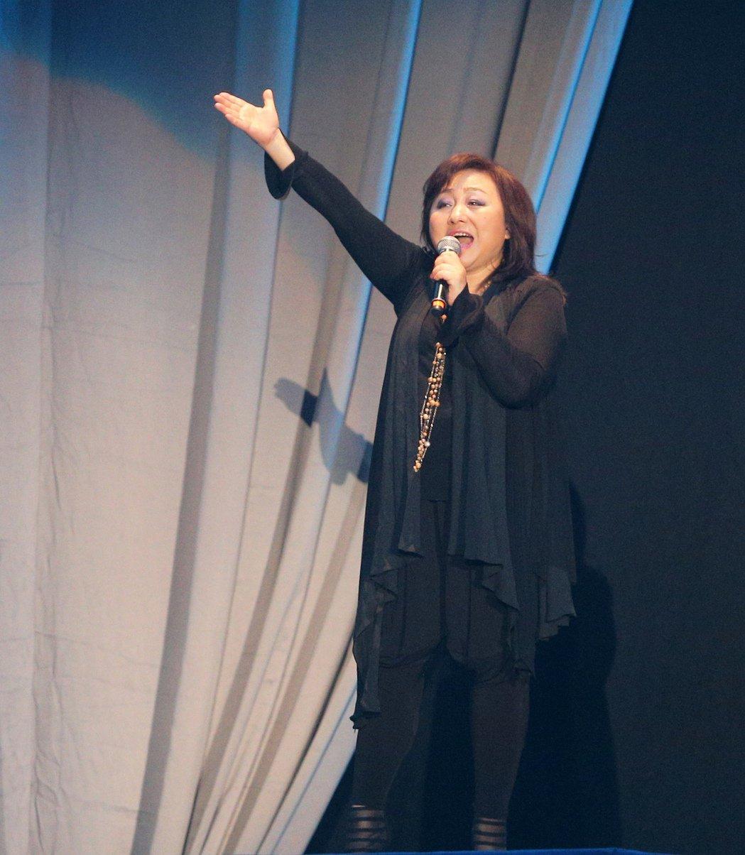 一開場鄭怡帶來「想飛」、「想想我」讓歌迷勾起滿滿回憶。記者劉學聖/攝影