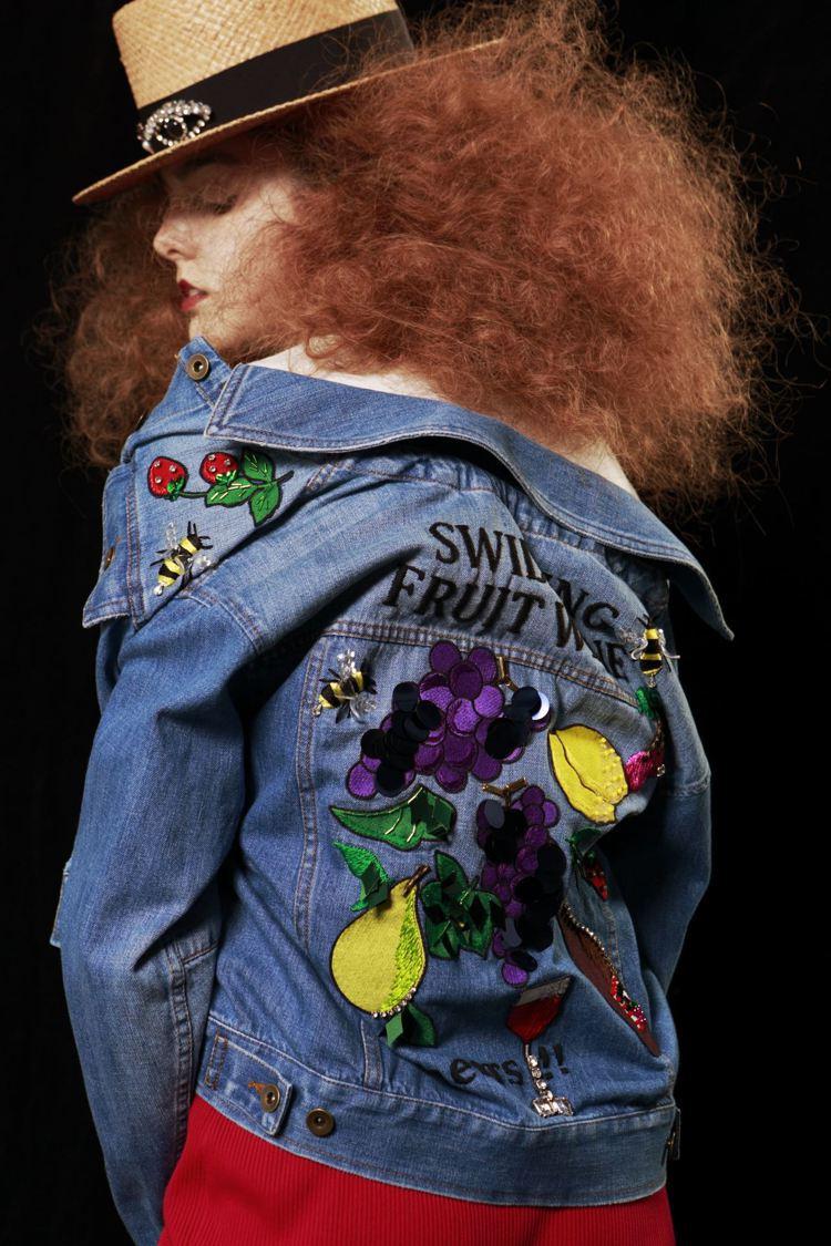MUVEIL丹寧水果刺繡夾克,售價33,680元。圖/初衣食午提供