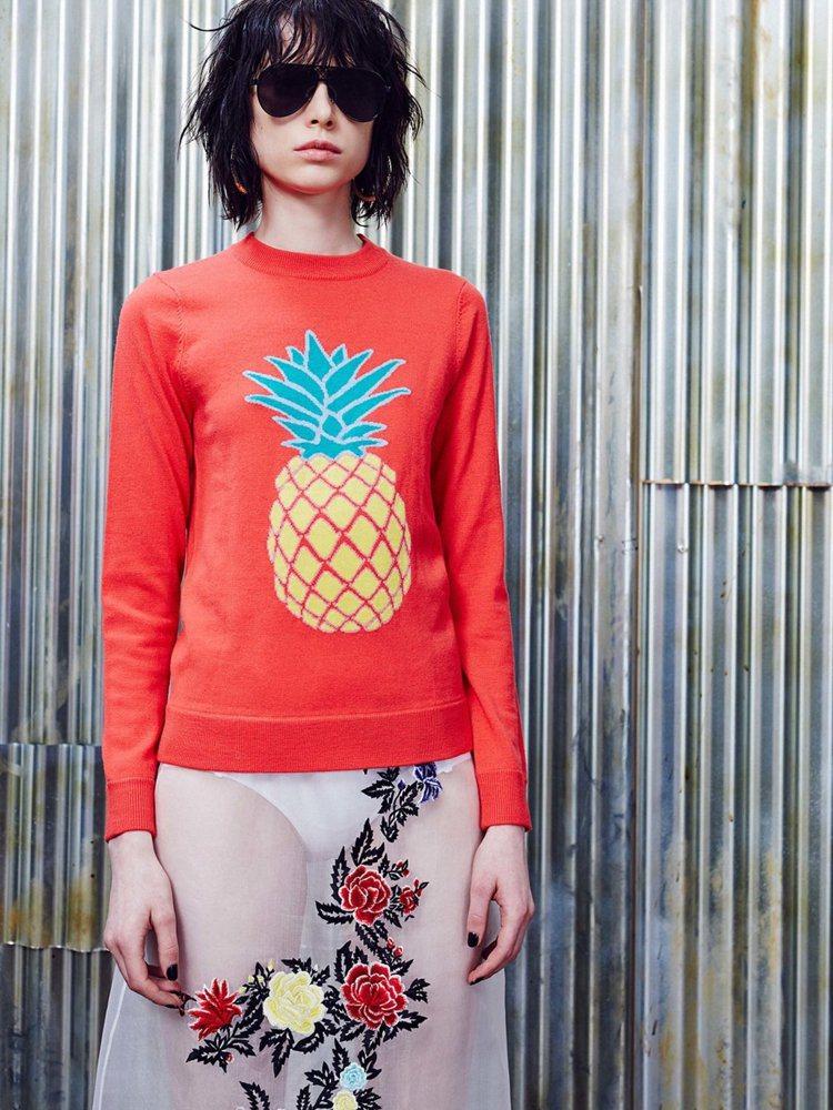 鮮豔的鳳梨HOUSE OF HOLLAND針織衫讓人看了心情大好。圖/取自官網