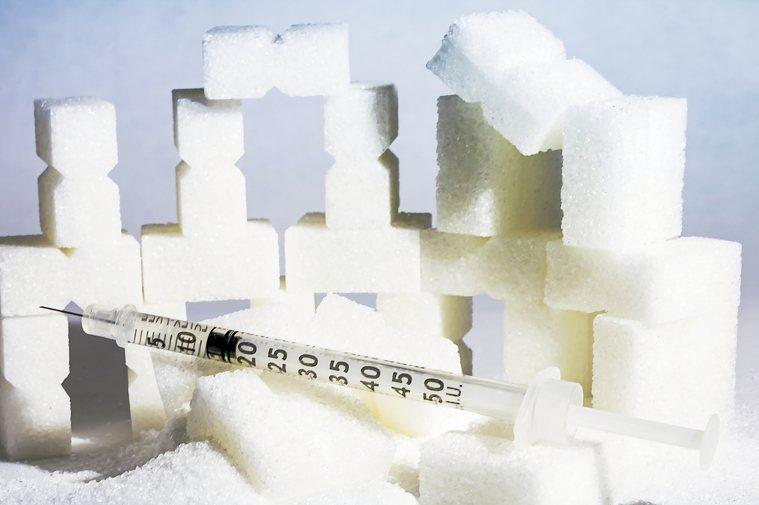 糖尿病患者都知道要控制血糖,多數只在意「飯前血糖」或「糖化血色素」,醫師強調,糖...