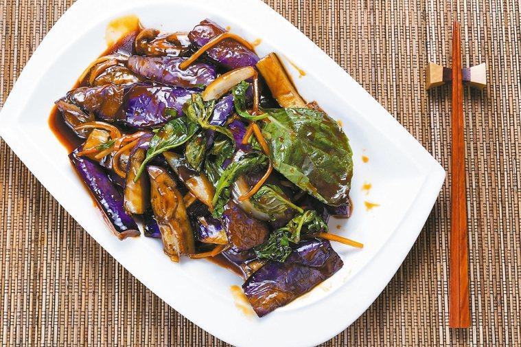 如何炒出鮮紫不黑「茄子料理」 圖/摘自三采文化出版《廚房裡的美味科學》