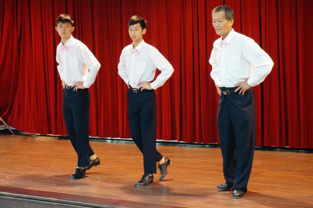 曾獲社會組第3名提案的踢踏舞表演,獲得熱烈掌聲。 記者林伯驊/攝影