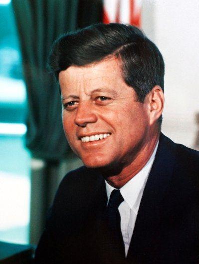 甘迺迪1963年在白宮橢圓辦公室工作。 (路透)