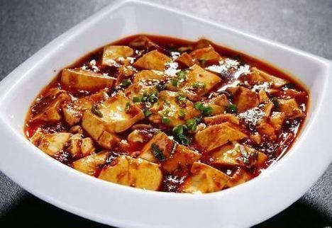 「麻婆豆腐」被譯成tofu made by woman with freckle...