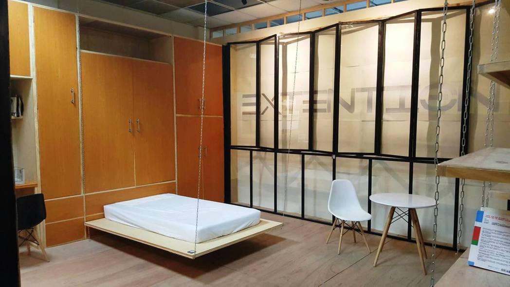 輔仁大學景觀設計學系所設計的「Extention」,在作品裡的床上升後床板就成了...