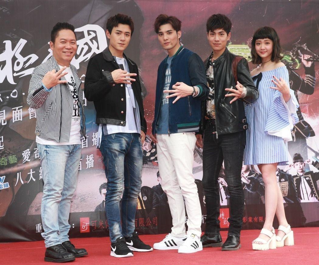 卜學亮(左起)、易恩、偉晉、子閎、鍾羽出席「終極三國」見面會。記者黃義書/攝影