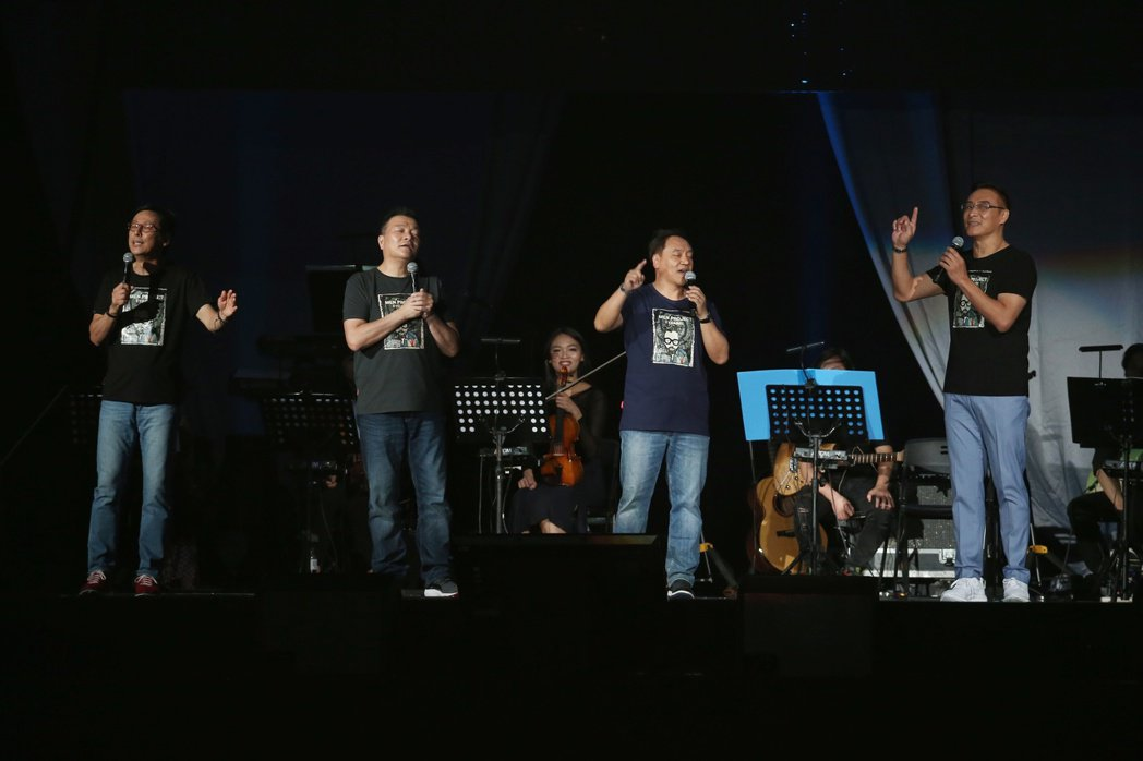 民歌42高峰會於台北小巨蛋舉行。羅吉鎮(左起),李明德,施孝榮與王瑞瑜帶來精彩表...