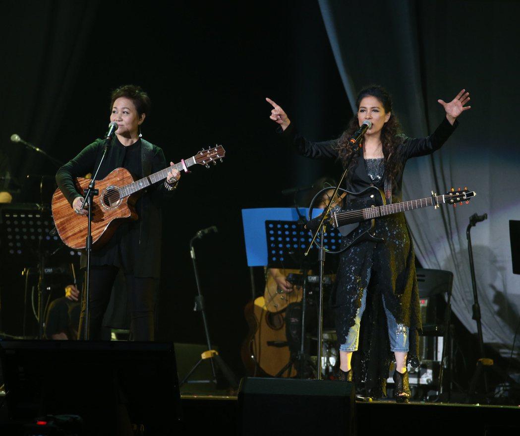 民歌42高峰會於台北小巨蛋舉行。共有14位民歌手帶來精彩表演。記者陳立凱/攝影