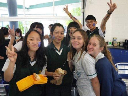 立人高中國中部的學生赴澳遊學,每人都有1位當地澳洲學生當學伴。 國/立人高中提供