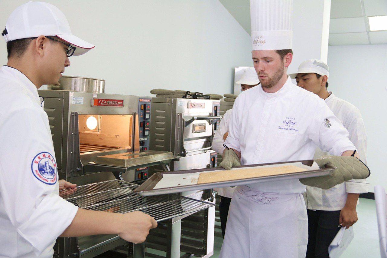 弘光科大與有「餐飲界哈佛大學」美譽的法國首席烘焙廚藝學校Ecole Lenotr...
