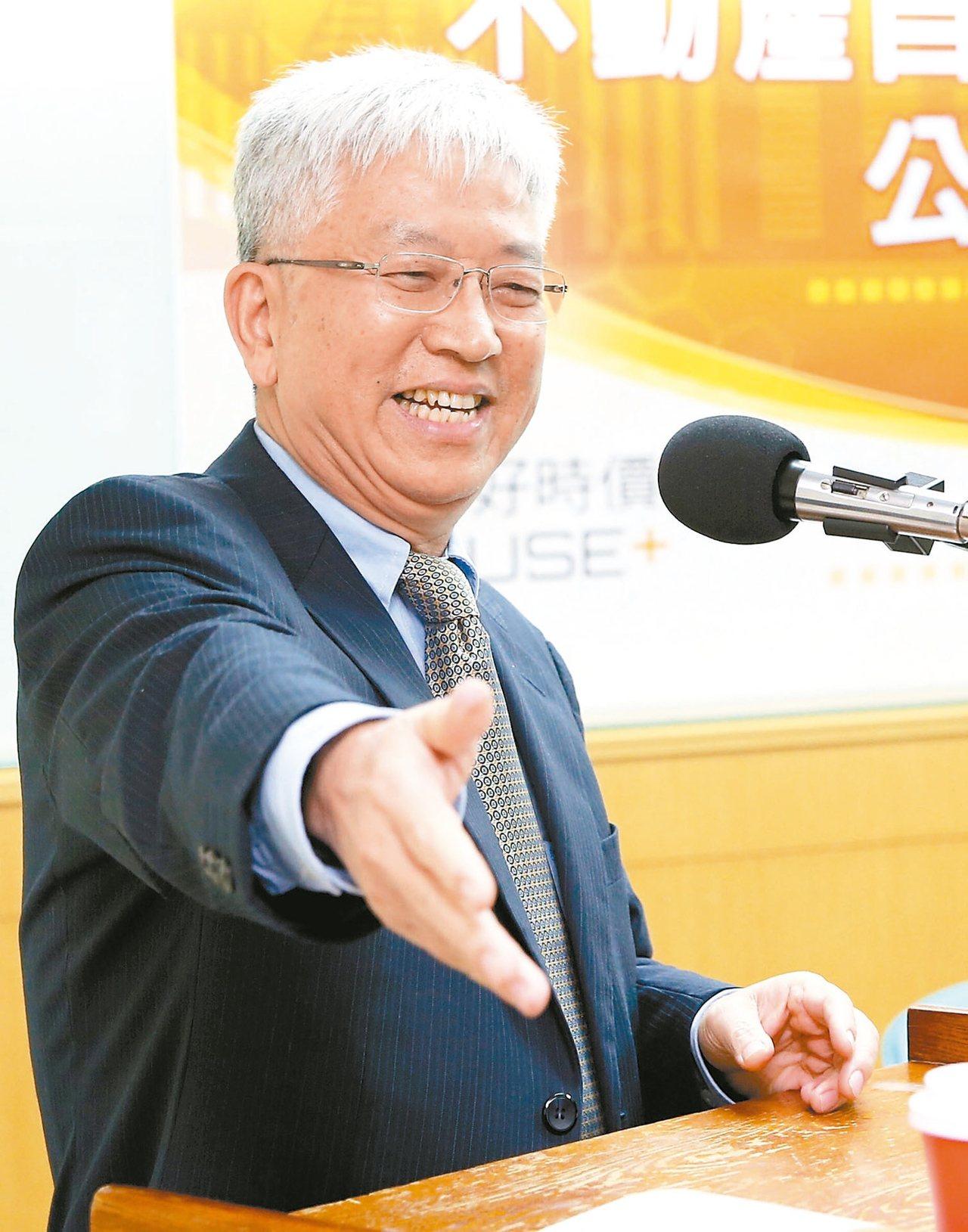政大地政系教授張金鶚認為,調高非自住房屋租稅負擔、加強房市資訊透明化,是兩大可行...