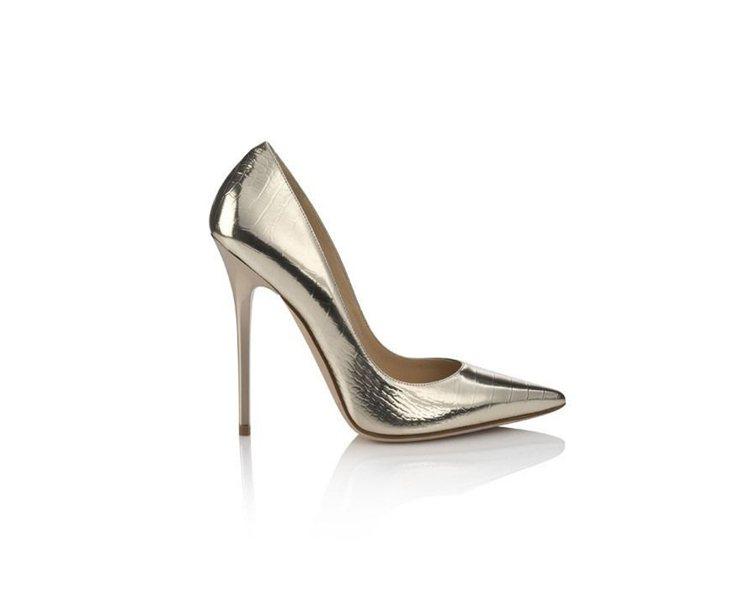 Anouk金色尖頭高跟鞋。圖/Jimmy Choo提供