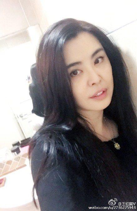 王祖賢在微博上秀美照,邀請粉絲一起吃粽子。圖/摘自微博