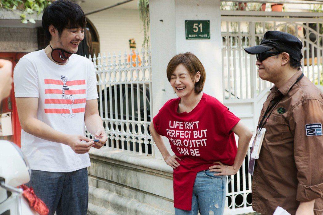 金世佳(左起)、小S以及蔡康永近日頻為「吃吃的愛」跑宣傳。圖/凱擘提供