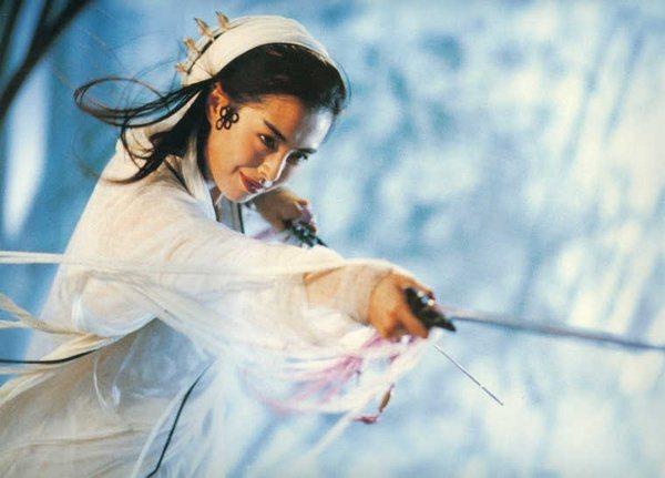王祖賢在「青蛇」裡的白蛇造型令人印象深刻。圖/截自YouTube