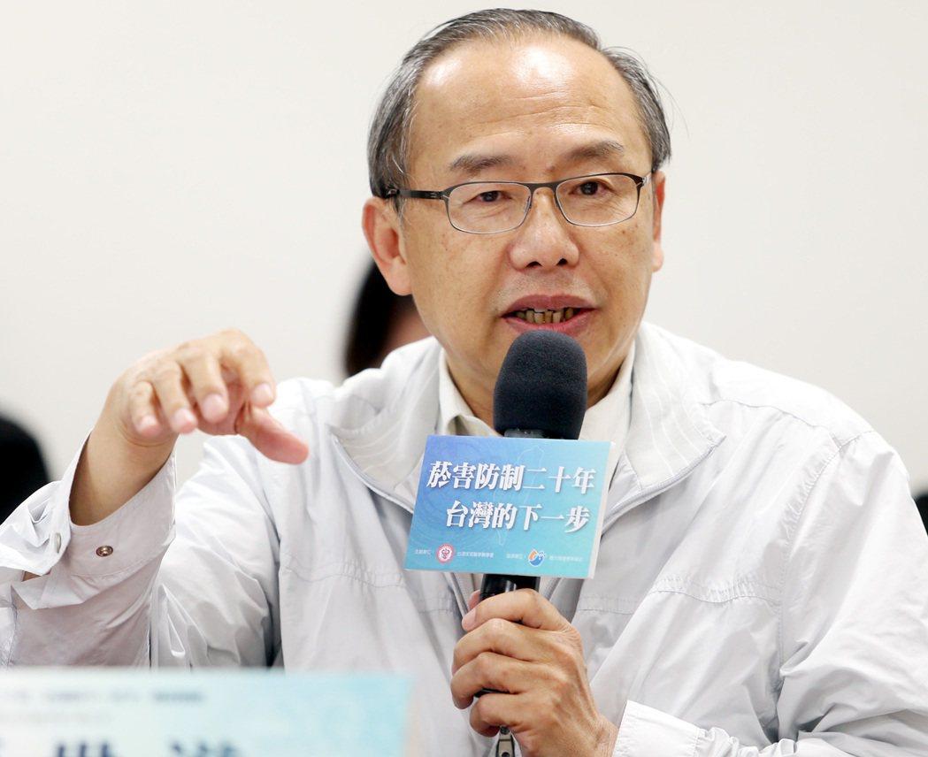 花蓮慈濟醫院社區醫學部副主任蔡世滋出席「菸害防制20年,台灣的下一步?」專家會議...
