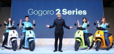 Gogoro發表新產品Gogoro2,執行長陸學森(中)親自上場說明。 記者曾吉...