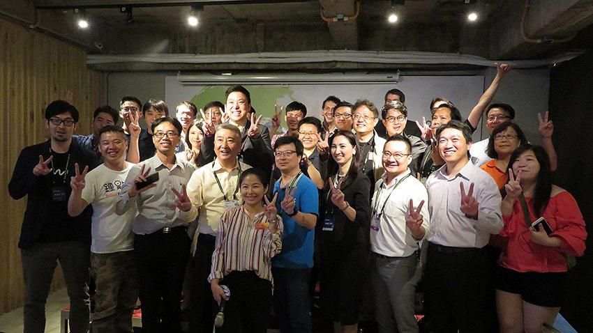 首屆AAN Pitch媒合新創團隊直接對話國際創業資源關鍵人士。 交大產業加速器...
