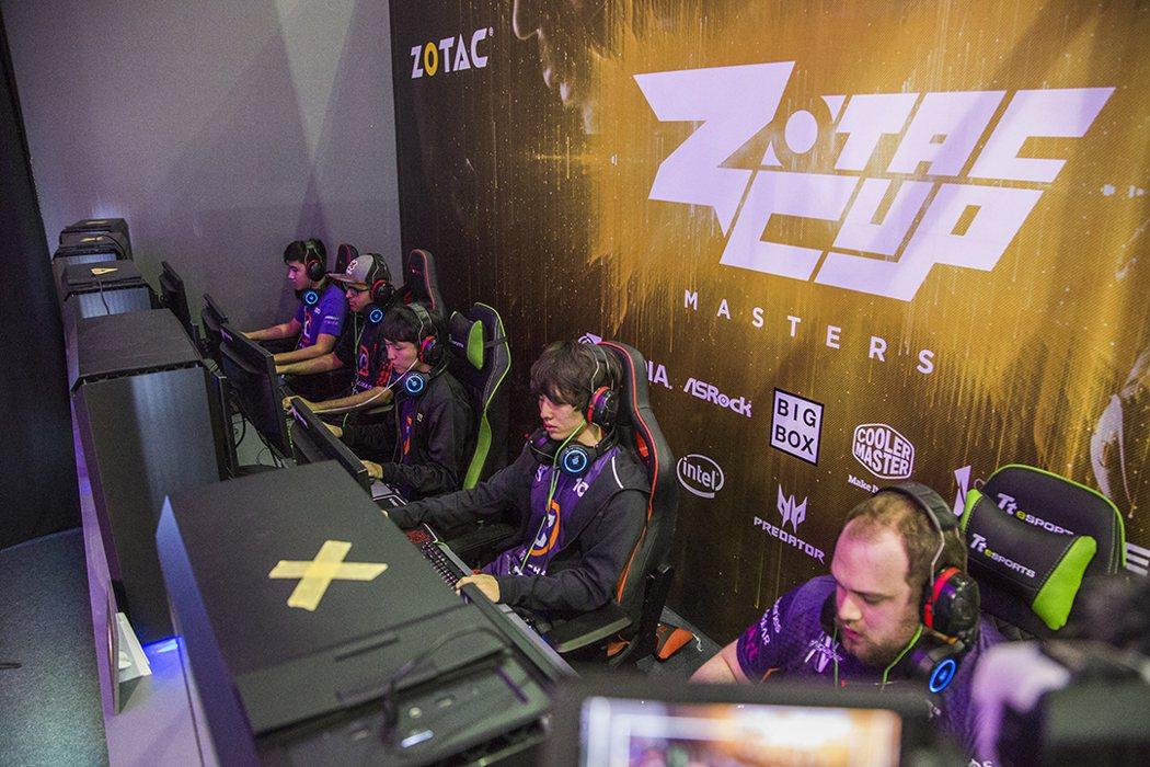 《DOTA 2》2017 ESL One Geting賽冠軍的美國隊Digita...