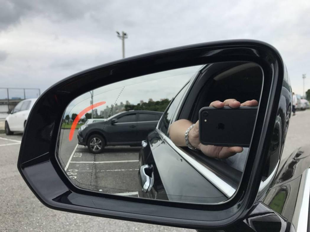 車測盲點警示系統。記者林昱丞/攝影