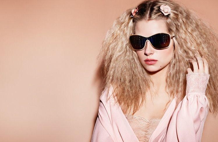 香奈兒眼鏡系列找來英國傳奇超模凱特摩絲同父異母的19歲妹妹Lottie Moss...