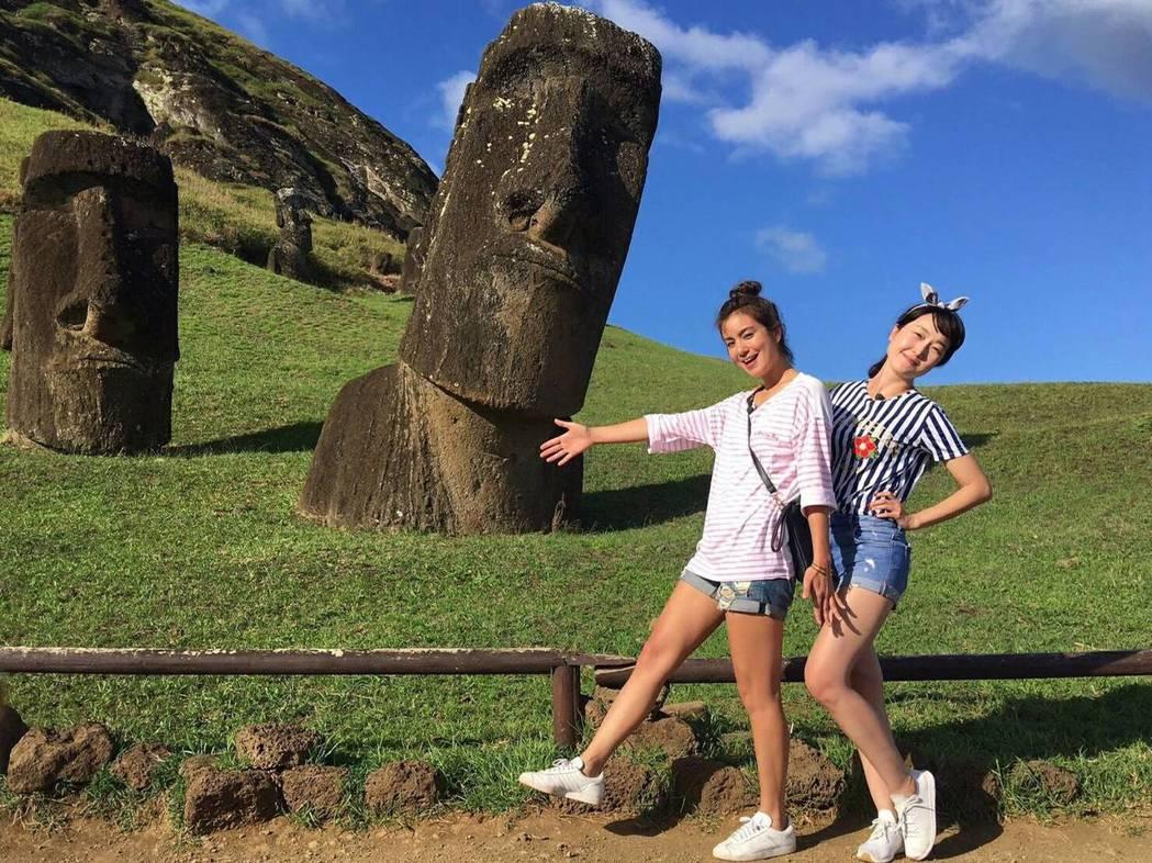 巴鈺(右)和莎莎登復活節島。圖/TVBS提供