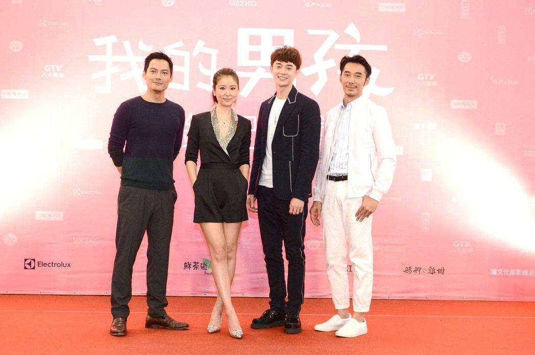 李李仁(右起)、張軒睿、林心如、高聖遠在「我的男孩」中有感情糾葛。圖/八大提供