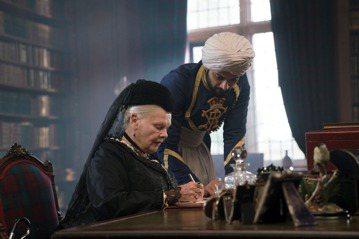 由「黛妃與女皇」、「走音天后」導演史蒂芬佛瑞爾斯,以及英國殿堂級女星茱蒂丹契共同推出的新片「女皇與知己」,描述一段維多利亞女王晚年在位時,令人意外卻又極度真實的友誼。年輕的上班族阿卜杜勒特地從印度飛...