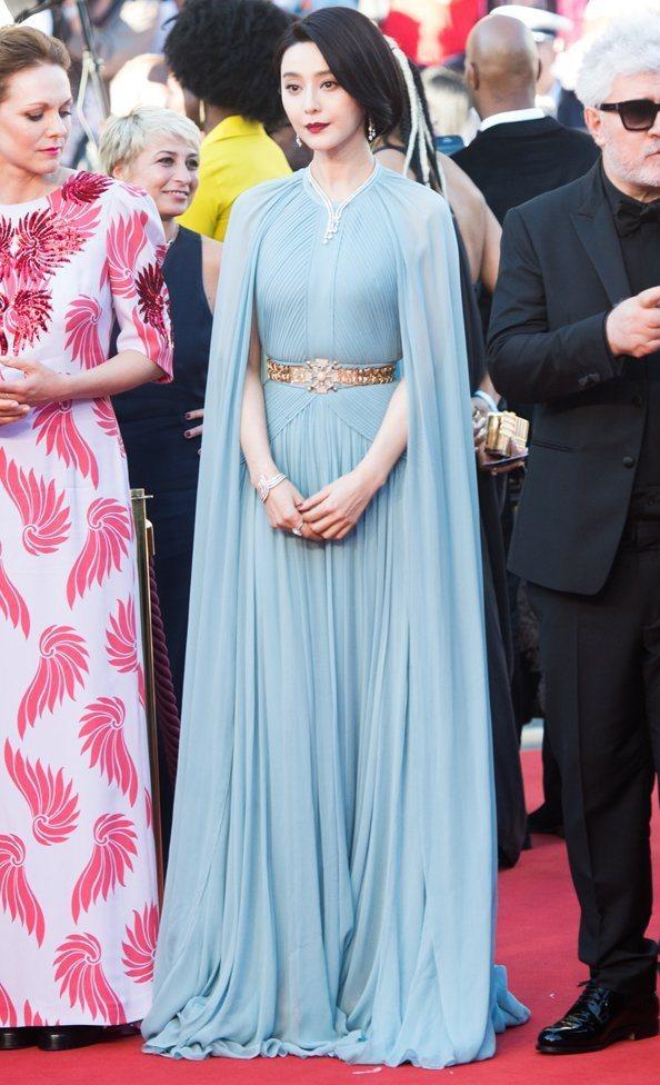 范冰冰穿著Elie Saab水藍色禮服出席本屆坎城影展開幕活動。圖/摘自Emir...
