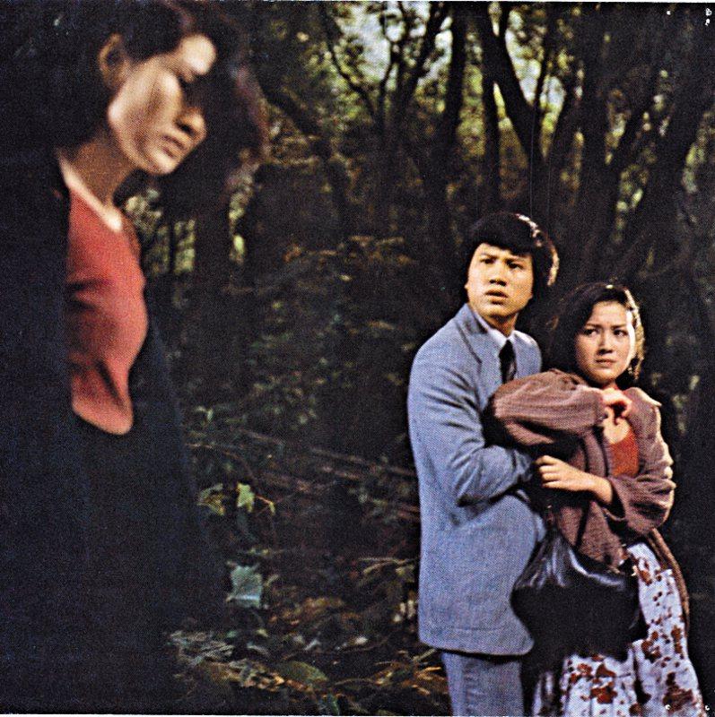 年輕時的趙雅芝(右)與萬梓良在「瘋劫」中演出不俗。圖/摘自HKMDB