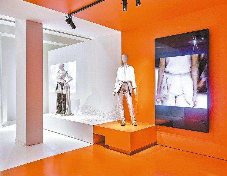 MoMu時尚博物館正在展出「馬吉拉的愛馬仕年代」。 圖/愛馬仕提供