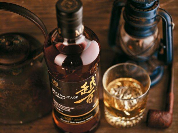 越百全麥調和威士忌 圖/堃泰貿易、台灣三得利、三商朝日