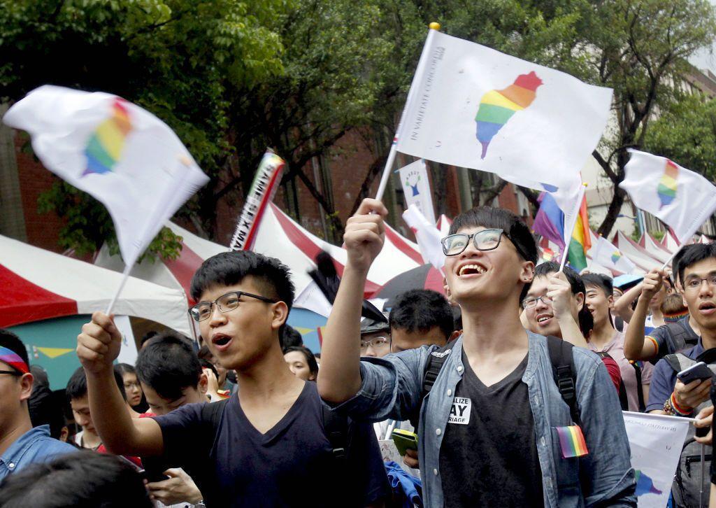 大法官在748號釋憲後,贊同同性婚姻已經成為一個定局,但原先同志族群極為反對的「...