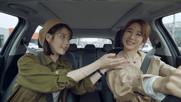 韓國演藝圈著名的閨蜜組合,歌手IU與演員劉仁娜。圖/擷自instagram