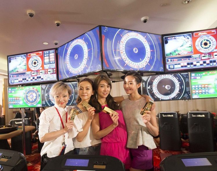 左起:薛凱琪、張鈞甯、陳意涵,共同演出「閨蜜2」。圖/華映提供