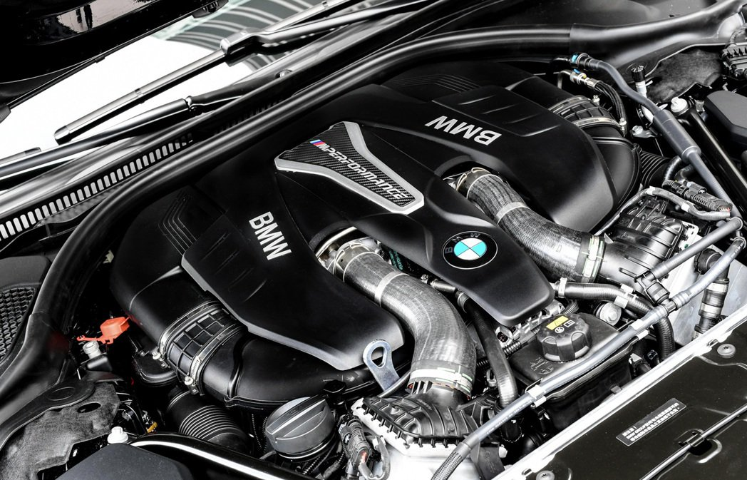 全新BMW M550i xDrive搭載BMW M Performance TwinPower Turbo V型八缸汽油引擎。 圖/汎德提供